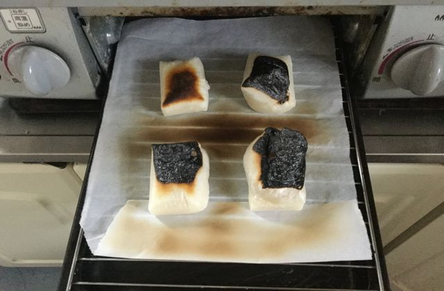 焼きすぎて焦げたお餅