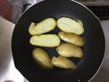 フライパンで新メークイーンを焼きます。