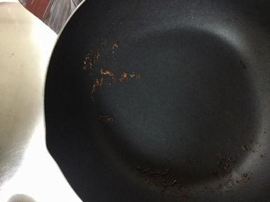 にんにく醤油が焦げたフライパンです。