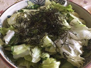 レタスと海苔のサラダです。
