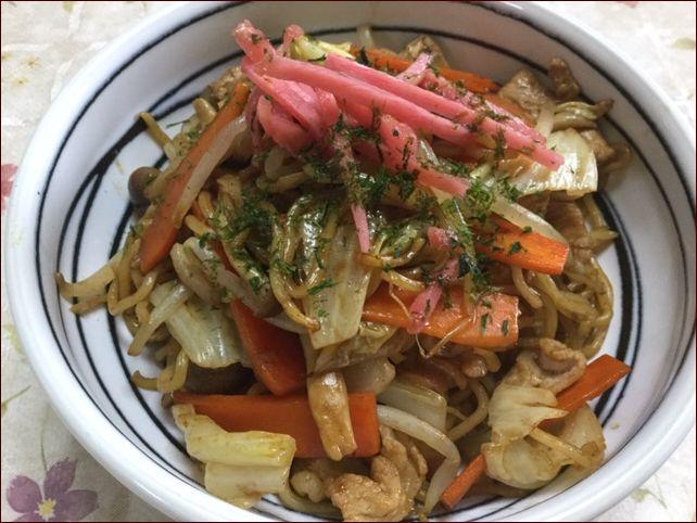らっこが作った野菜たっぷり焼きそばです。