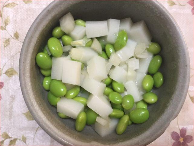 らっこが作ったらっきょう味の枝豆餅です。