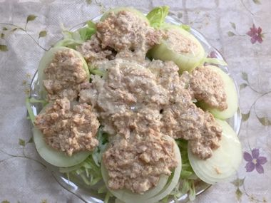 ツナマヨ+めんつゆを玉ねぎの上にのせました。