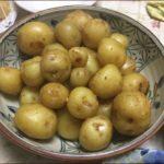 らっこが作った小粒じゃがいもの味噌煮です。