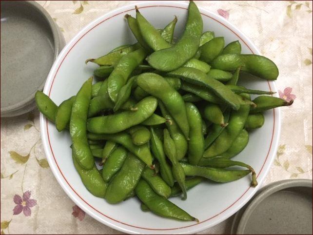 らっこが解凍した、冷凍食品のの枝豆です。
