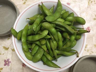 解凍した、冷凍食品の枝豆です。