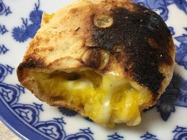 焼けたかぼちゃとチーズの油あげ包みです。