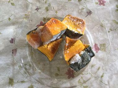 冷凍のつでかぼちゃが、固まってくっついています。
