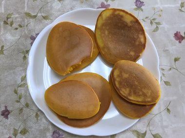 焼き色がきれいにつかなかったかぼちゃのパンケーキの写真です。