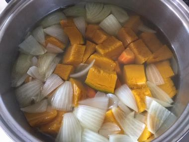 野菜が煮えた様子です。