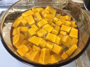 かぼちゃのお鍋に水を加えたところです。