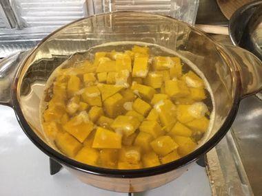 灰汁が少し残っているかぼちゃのお鍋です。