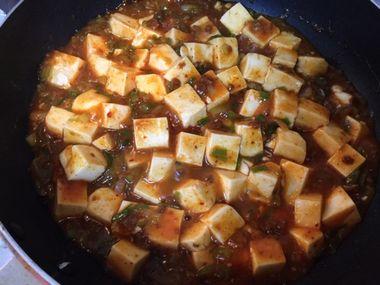 麻婆豆腐の素は煮立って出来上がったところです。