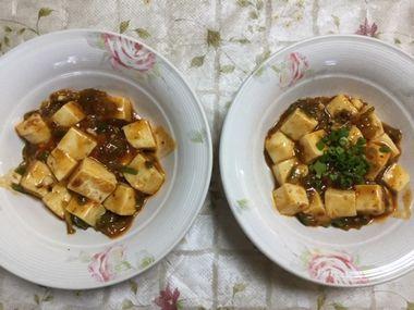 お皿によそった麻婆豆腐です。