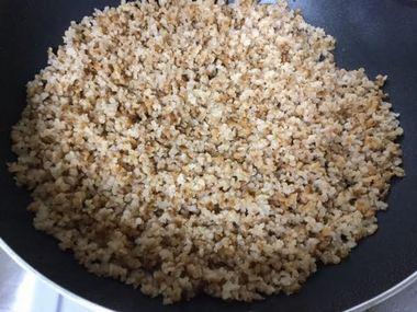 炊いた煎り玄米です。相当かさが増えています。