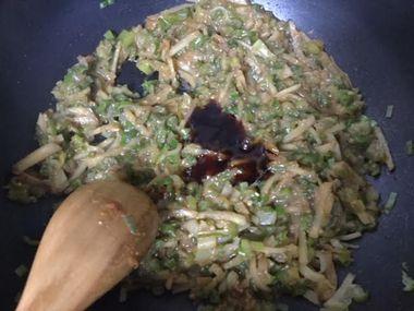 生姜とねぎ味噌にオイスターソースを加えたところです。