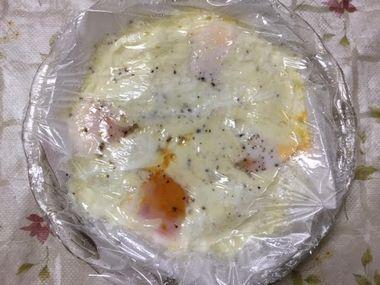 レンジに合計3分30秒かけた卵チーズです。