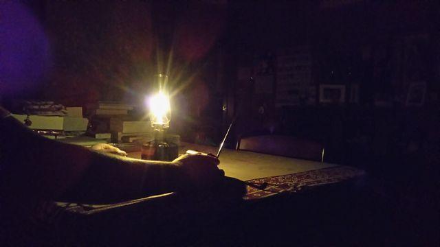 停電の夜に、ツレが点火してくれたカセットガス式ランタンです。