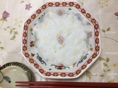 空になったあんまんのお皿です。