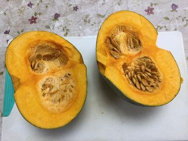 パッカーン。二つに割れたかぼちゃです。
