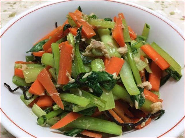 らっこが作った小松菜とツナの塩昆布味です。