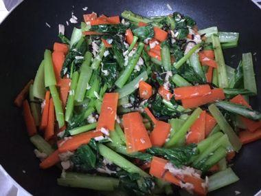 混ぜあがった小松菜炒めです。