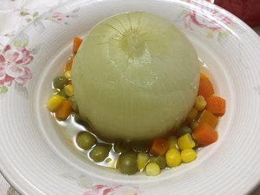 玉ねぎ丸ごと煮です。