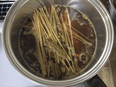 インスタントスパゲッティの茹ではじめです。