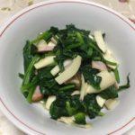 らっこが作ったホウレン草とエリンギのごま油炒めです。