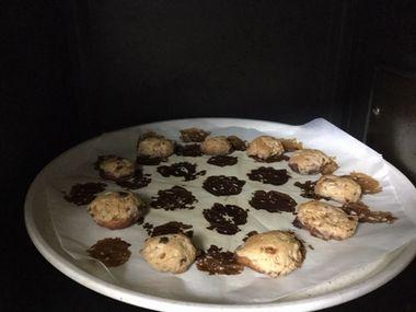 焼きすぎたクッキーです。