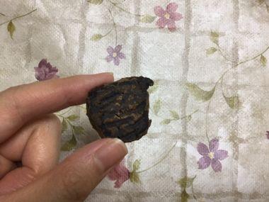 クッキーの裏側です。真っ黒です。
