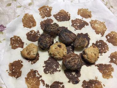 焼きすぎたクッキーでオセロができます、の図です。