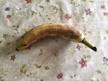 黒くなり始めのバナナ、大きいサイズ1本です。
