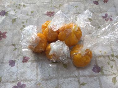 ラップで包んだかぼちゃのきんちゃくです。
