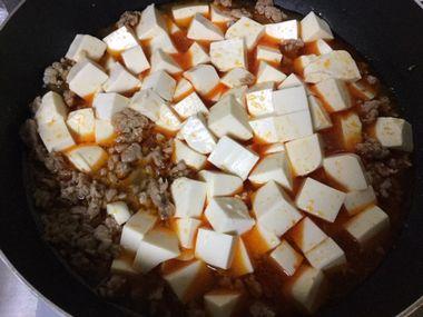 煮立たせている麻婆豆腐です。