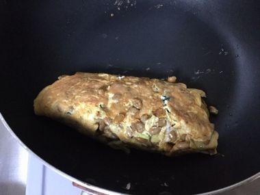 卵焼きを作っている様子です。