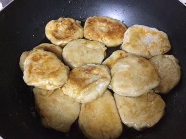 あんと絡んだ里芋餅です。