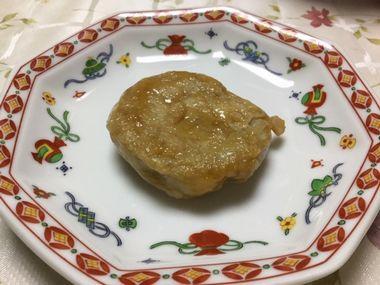 チキンナゲットに見えなくもない里芋餅です。