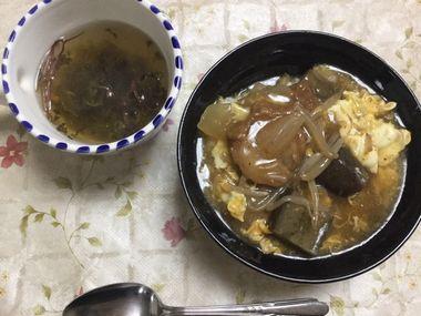 仙台麩のあんかけと海藻スープです。