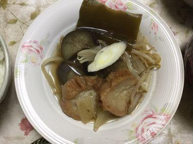 器によそった仙台麩の煮物です。