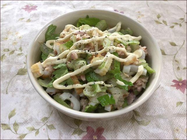 らっこが作ったセロリのサラダです。