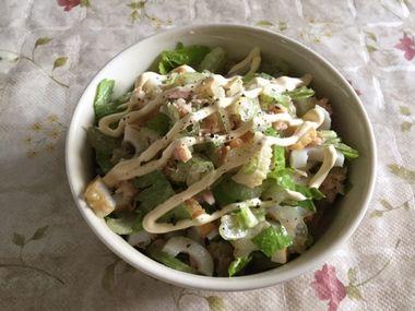セロリとツナちくわのサラダです。