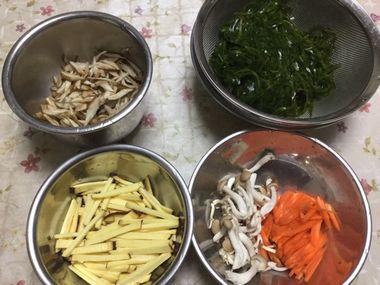 すき昆布の煮物の材料です。