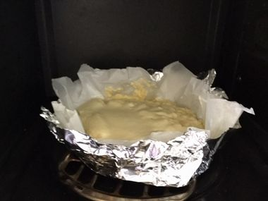 レンジのトースターにセットしたチーズケーキです。