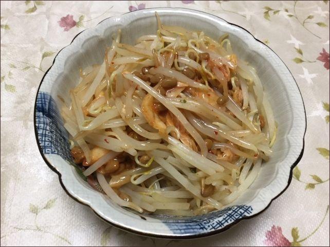 らっこが作ったキムチ味のもやし納豆です。