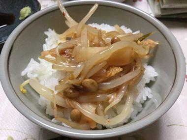 もやし納豆丼です。