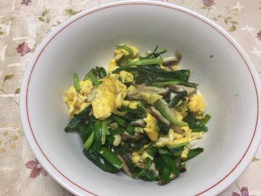 丼によそったら量が少なかったニラ卵椎茸です。