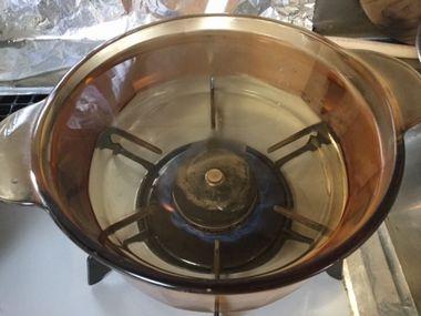 お鍋いっぱいにお湯を沸かしています。