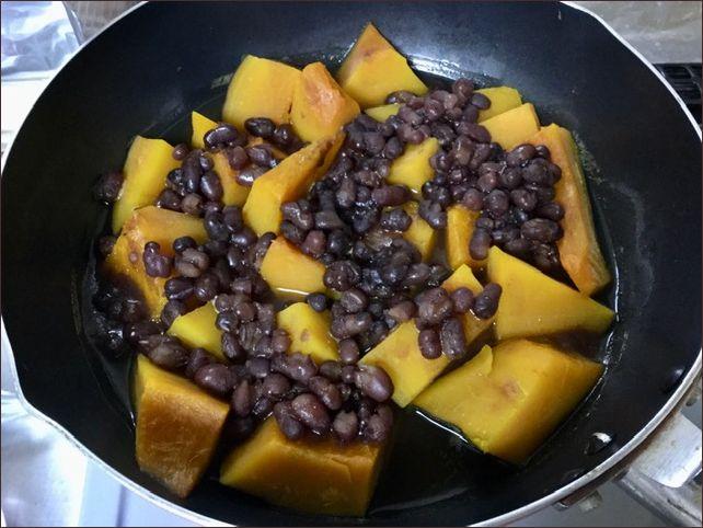 らっこが煮た、かぼちゃと小豆の煮物です。いとこ煮ともいうそうです。