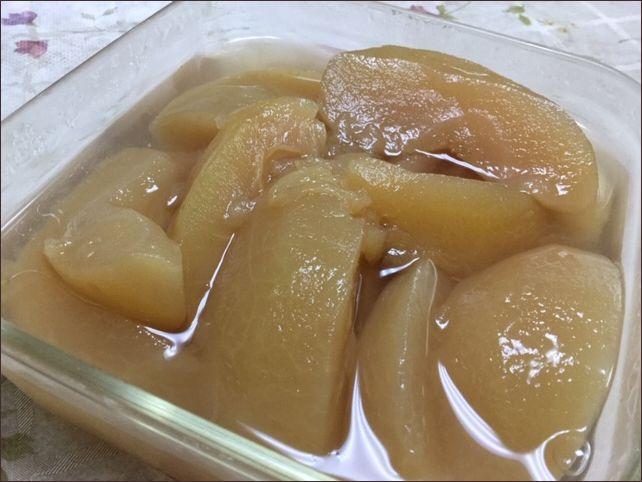 らっこが作った砂糖なしのりんごのコンポートです。